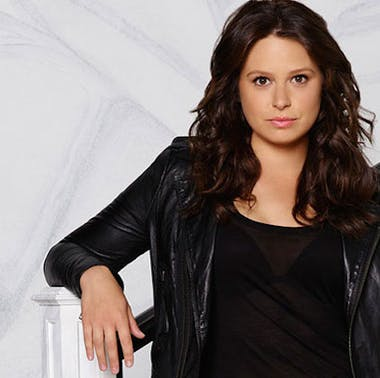 Katie Lowes of Scandal feature image