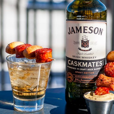 Where To Drink Whiskey & Watch Sports feature image