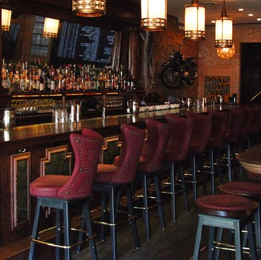14 Chicago Bars Perfect For A First Date feature image