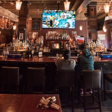 15 Places To Eat, Drink, & Watch The Seahawks feature image