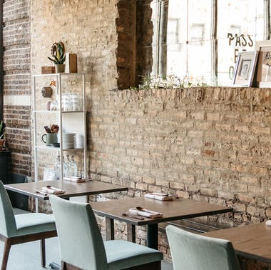 "A Guide To Chicago's ""Super Cute Reasonably Priced Restaurants To Catch Up With A Few Friends"""