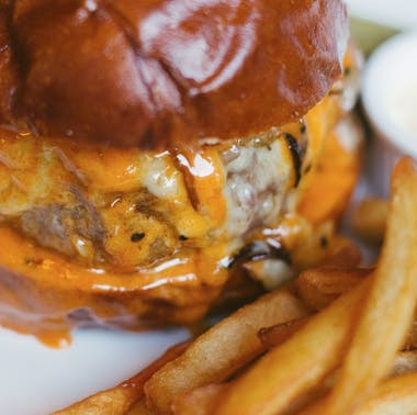 The 20 Best Burgers In NYC feature image