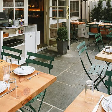 14 Casual Spots For An Easy Dinner Outside feature image