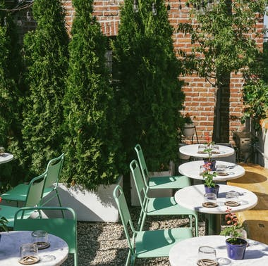Where To Eat Brunch Outside feature image
