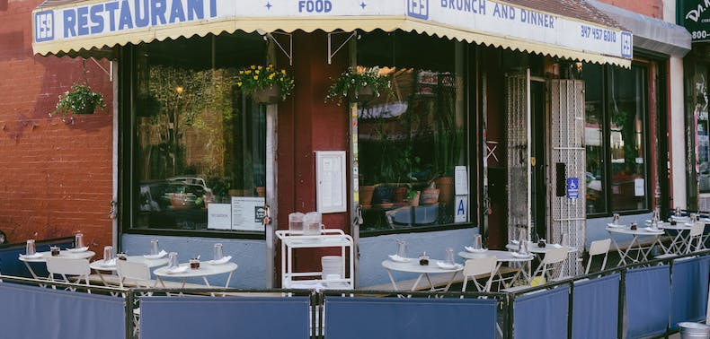 40 Great Places To Eat Outside Right Now