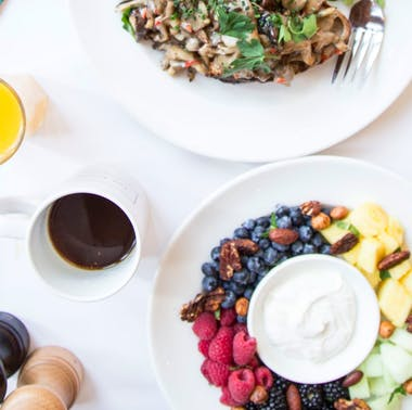 9 Places To Eat A Healthy Brunch feature image
