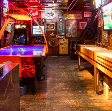 21 LA Bars Where You Can Actually Meet People feature image