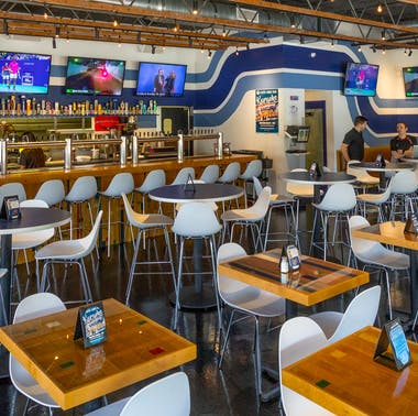 21 LA Sports Bars That Also Serve Good Food feature image
