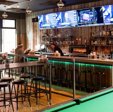 18 Places To Eat, Drink, & Watch The Seahawks