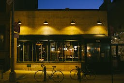 bars groups big where union barclays drink eat near center nyc coziest hall infatuation york guides