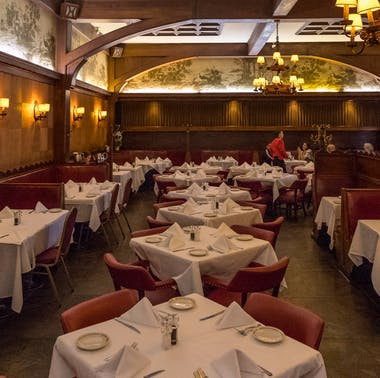 The Old Hollywood Guide: 11 Classic Places You Actually Need To Try feature image