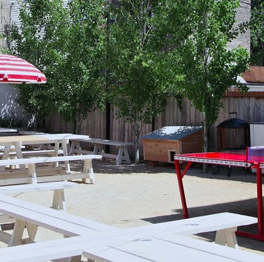 25 Great Places To Eat Outside In Chicago Right Now feature image