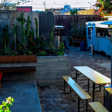 Where To Take Your Out-Of-Town Friends To Drink In LA feature image